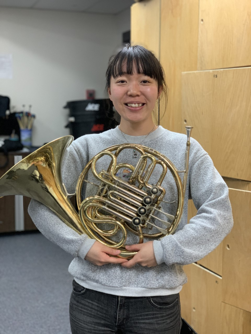 The image above shows Hiroka Umeda with her French horn.