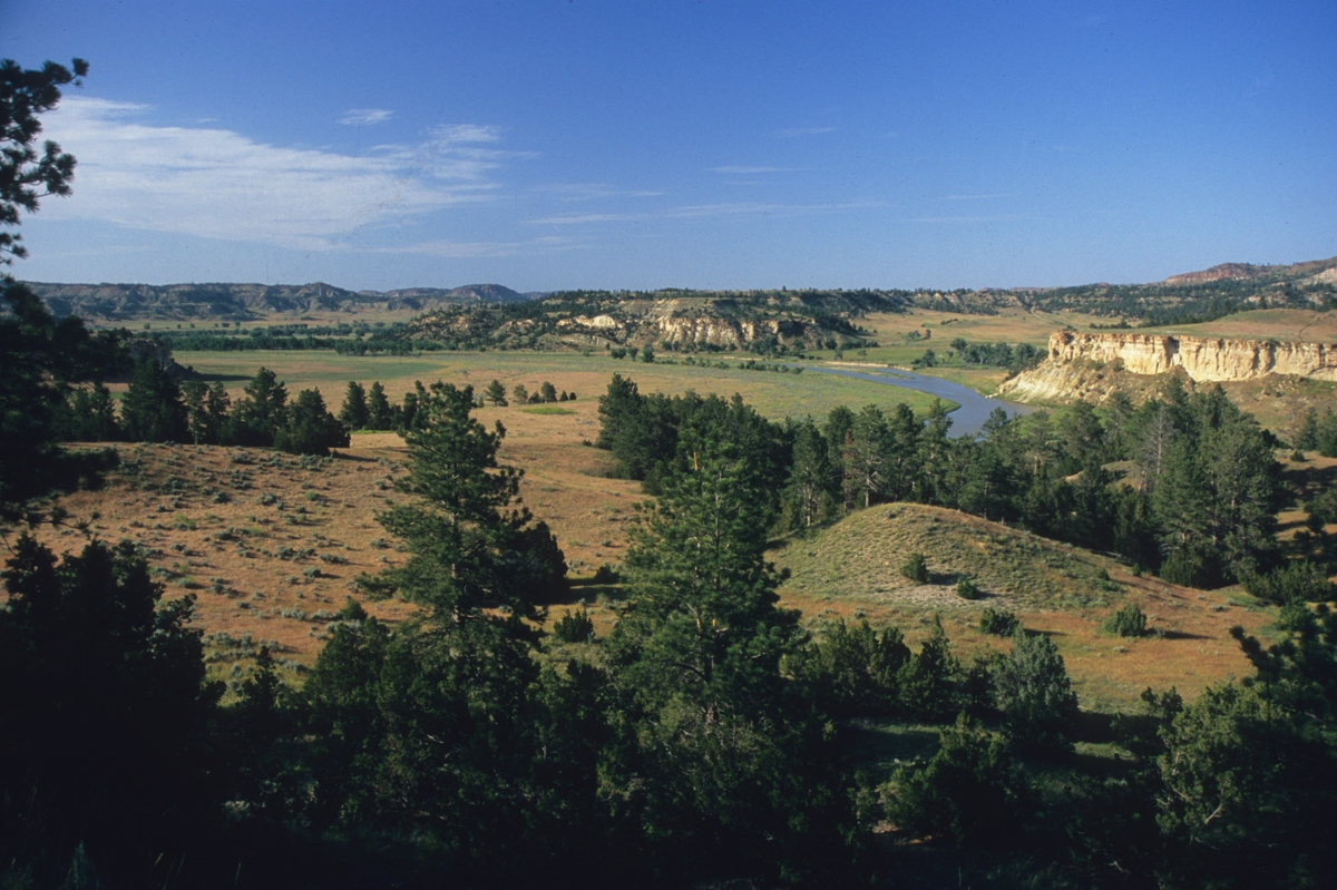 Powder River: The Powder River meanders through prairie and rugged badlands in eastern Montana. (Photo by Rick and Susie Graetz)